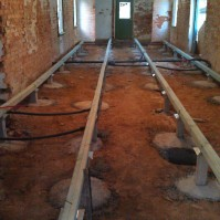 Hydronic heating pipes